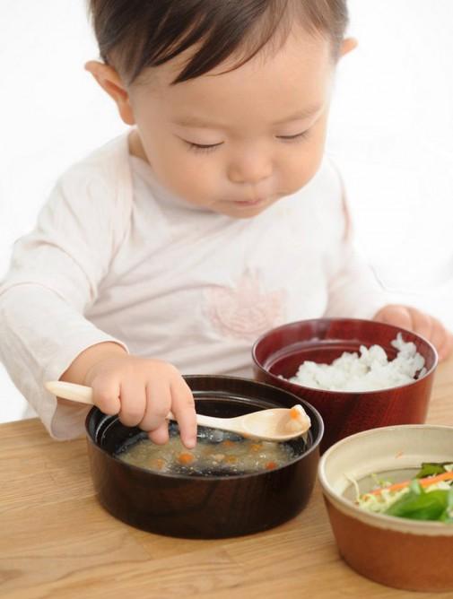 Činije na hranu otporne su na – prosipanje