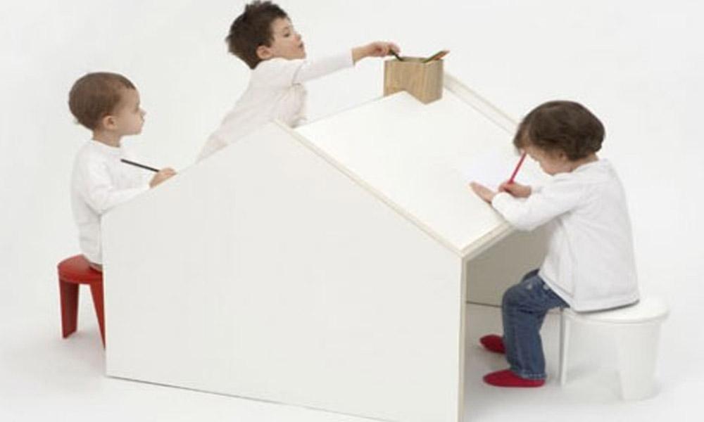 Dvostrani radni sto u obliku kuće