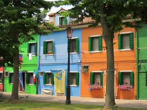 Raznobojno ostrvo Burano u Italiji
