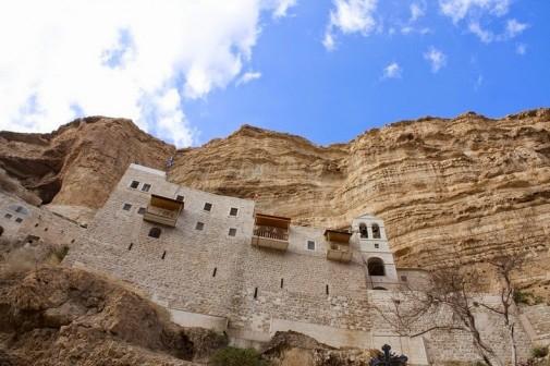 Zadivljujuć manastir uklesan u steni