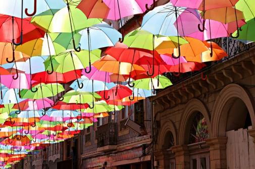 Predivna raznobojna instalacija primećena u Portugaliji