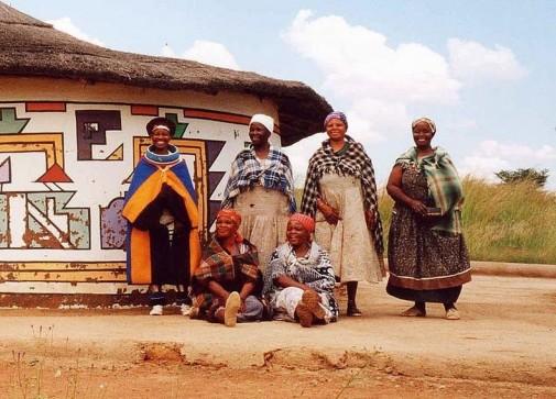 Obojene kuće afričkog sela Ndebeles