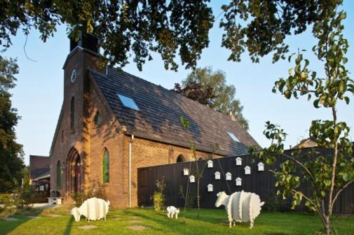 Crkva pretvorena u mek i udoban životni prostor
