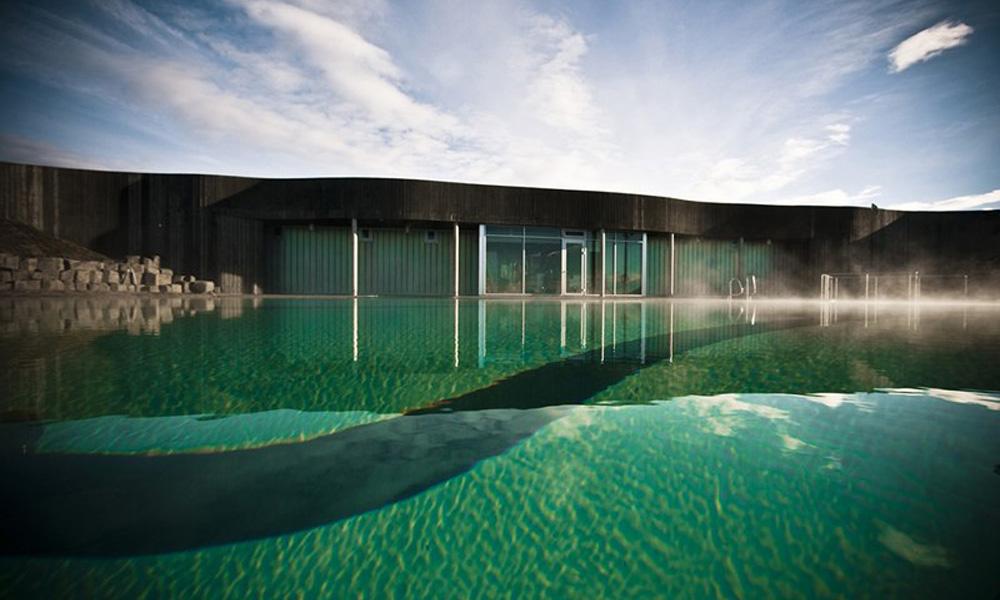 Neobičan bazen na Islandu