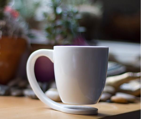 floating-mug-600x507