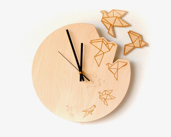 flying-origami-artistic-wooden-clocks-600x481