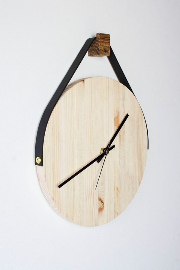 leather-strap-hanging-wooden-clocks-600x900
